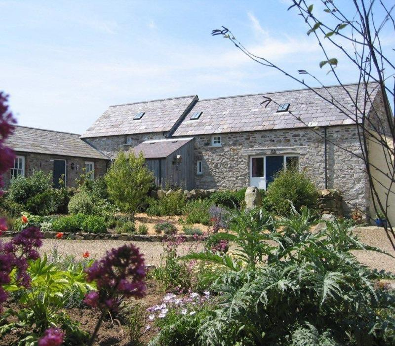 Farmhouse Kitchen Fishguard: Porthiddy Farm Holiday Cottages